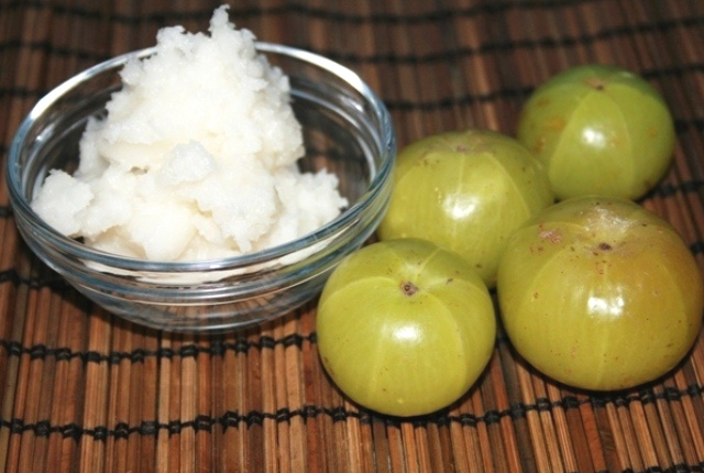 Indian Gooseberry And Coconut Oil Mask