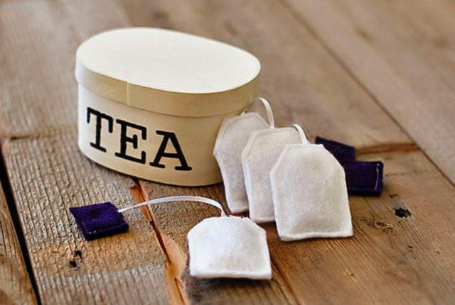 Apply Green Tea Bag Compress